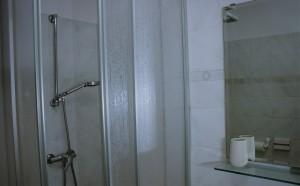 sommer apt Pinezici Krk bathroom 1